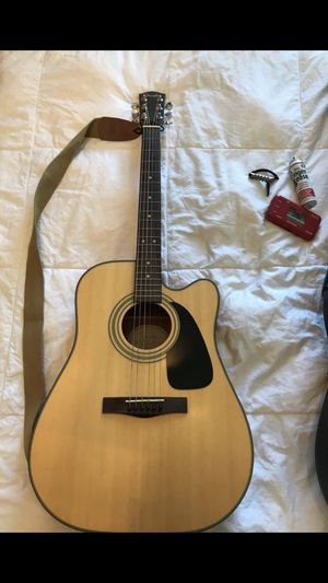 Fender acoustic electric guitar DG-10ce NAT with hard shell case, tuner, and more. for Sale in Union Park, FL