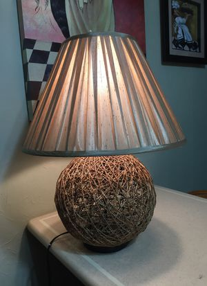 """Beautiful twined 23"""" lamp with silk shade#503 for Sale in Cartersville, GA"""