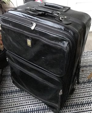 Extra large suitcase for Sale in Ashburn, VA