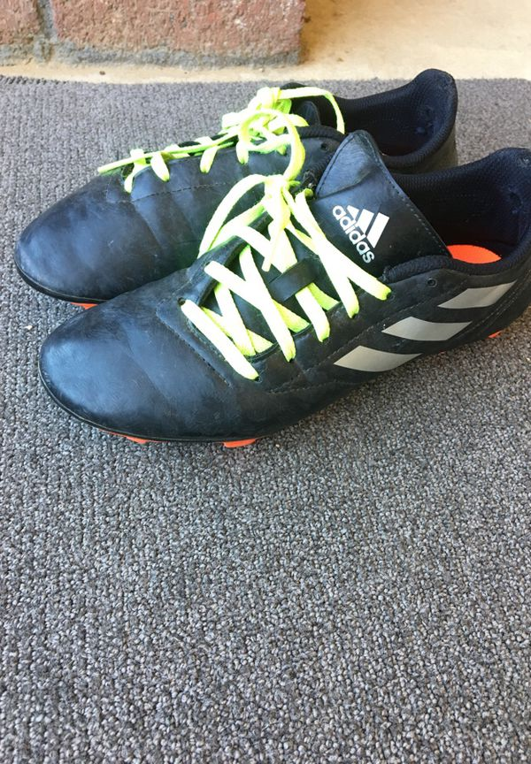 Adidas soccer cleats size 7 youth (Sports   Outdoors) in Hesperia ... 19c1dffb7bd