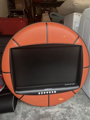 Great TV for a kids room!! My son is all grown up and no longer wants this anymore!! for Sale in Orlando, FL