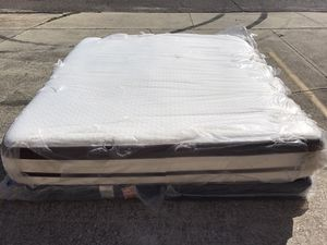 Photo Beautyrest pillow top king mattress and box spring🚚🚚 free delivery🚚🚚