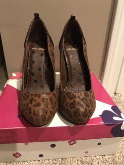 "Women's heels brand ""Not Rated"" sz 6 1/2 Thumbnail"
