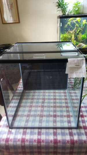 25 gallon frameless cube. with 2-piece glass top for Sale in Dallas, TX