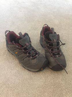 Women's keen hiking boot size 8 Thumbnail