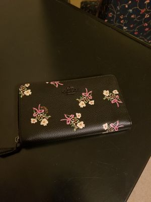 Coach Medium Wallet in Floral Bow Pattern for Sale in Silver Spring, MD