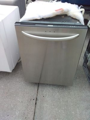 Photo Stainless steel Kenmore dishwasher with stainless steel tub in good working condition
