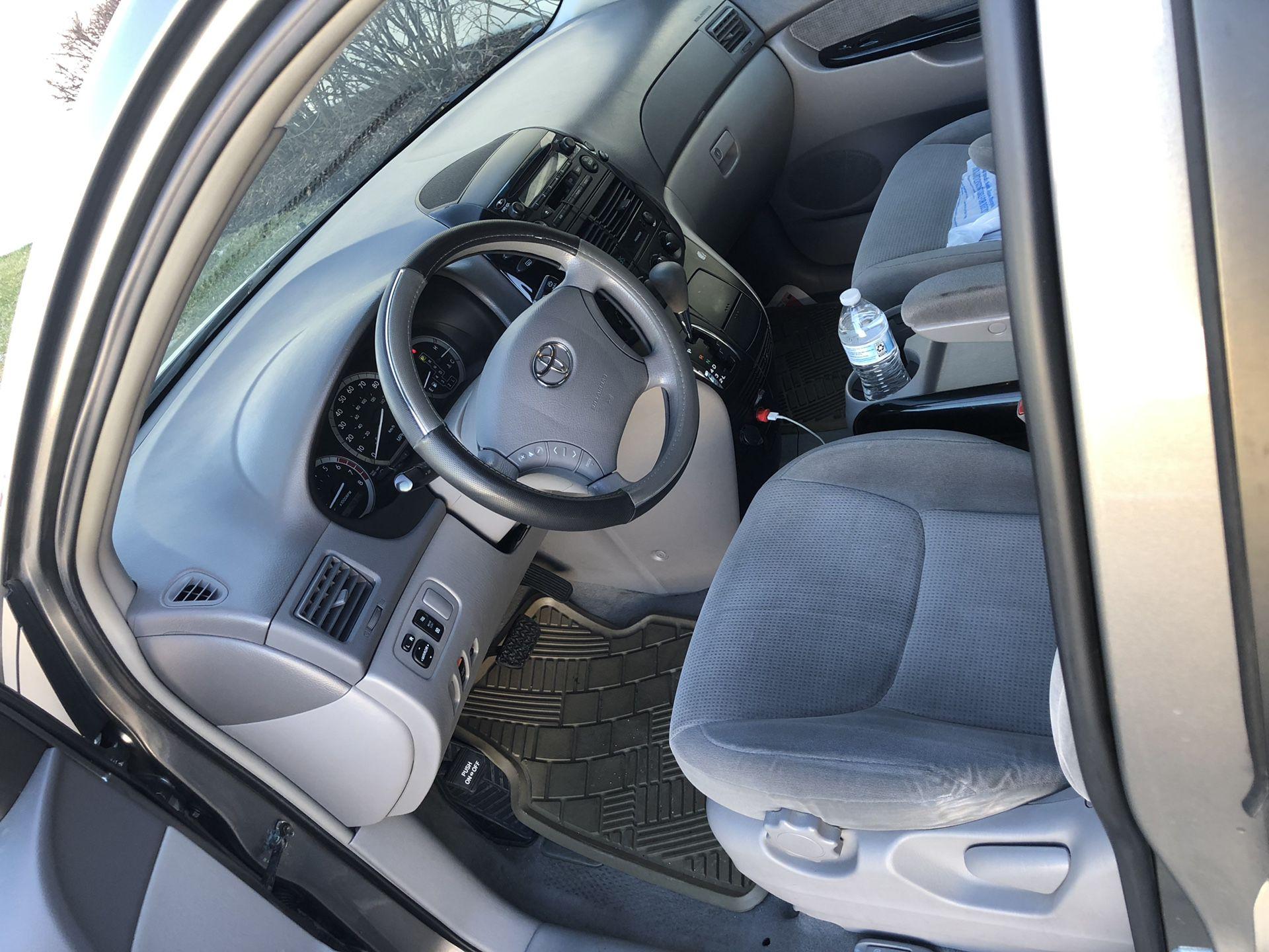 2004 Toyota Sienna