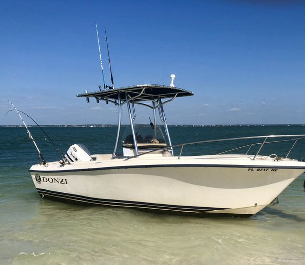 Donzi center console 175 omc stainless steel prop all new hubs on trailer runs great it�s a 1990 / 1