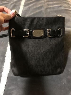 Micheal kors Hamilton large crossbody purse for Sale in Puyallup, WA