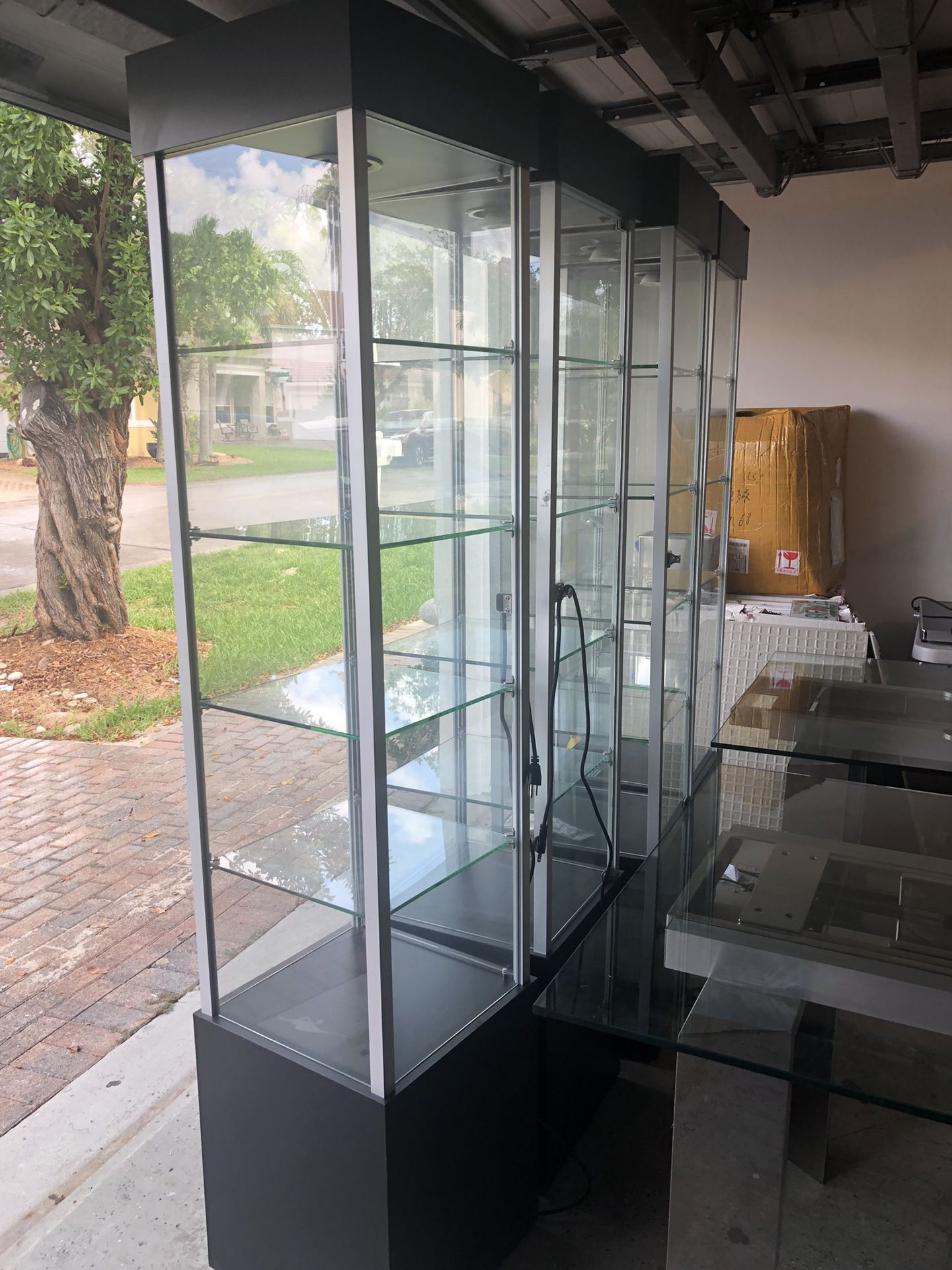 5 display showcases like new moving must go