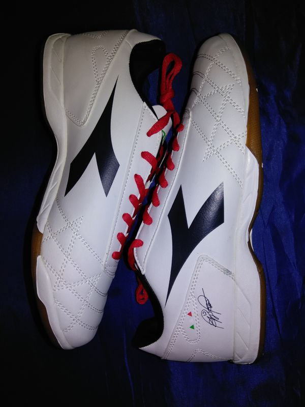 ee43ce5b823a Diadora soccer style shoes. Size 7M 8.5W for Sale in Denver