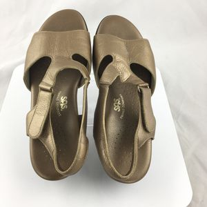 b389c10cf01 SAS Suntimer Sandals womens Tripad Comfort Footbed Metallic Gold size 8.5 WW  for Sale in Chester