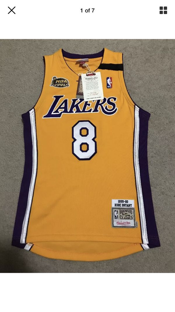 huge selection of 479b6 82ce2 LA Lakers Kobe Bryant 1999-2000 Mitchell & Ness Authentic Jersey Small 36  for Sale in Las Vegas, NV - OfferUp