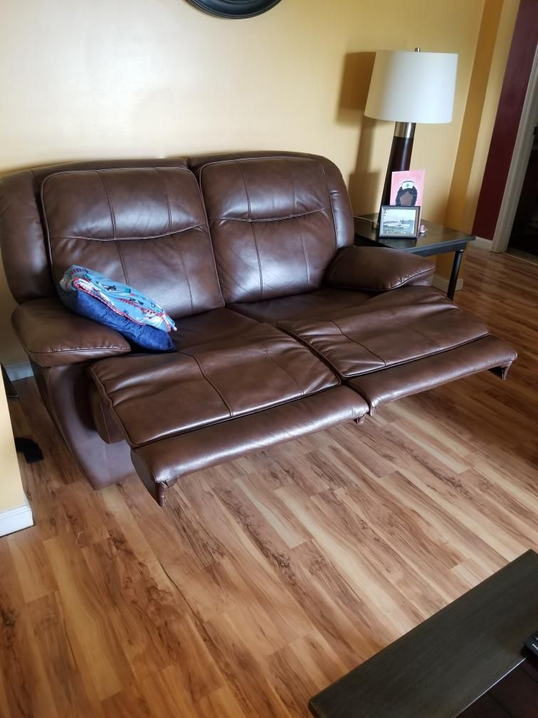 Brown Leather Recling Couch Set With Coffee Table