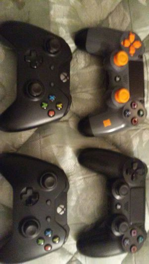 2 xb1 and 2 ps4 controllers for Sale in Cleveland, OH