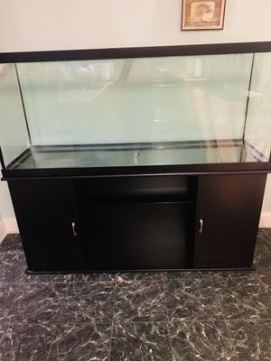 Fish tank 120 gallons with stand very good condition / pecera de 120 galones con mueble for Sale in Gaithersburg, MD