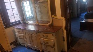 Bedroom set antique/vintage Basset for Sale in Detroit, MI