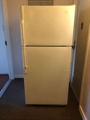 Refrigeradora blanca en buenas condiciones for Sale in Sterling, VA