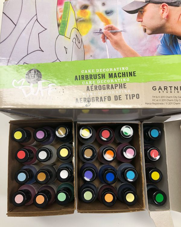Duff airbrush machine w/airbrush food coloring for Sale in Evergreen ...