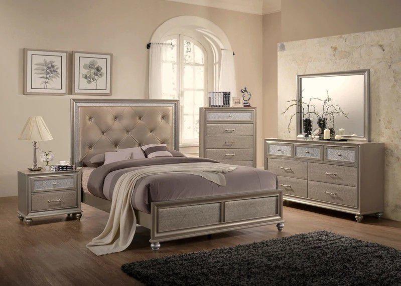Lila Panel Bedroom Set