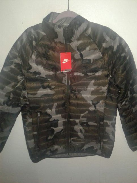 6fa29bd2ea96 Brand New Nike Guild 550 Down Printed Winter Hooded Jacket Size M Men s  Camo Gray Packable