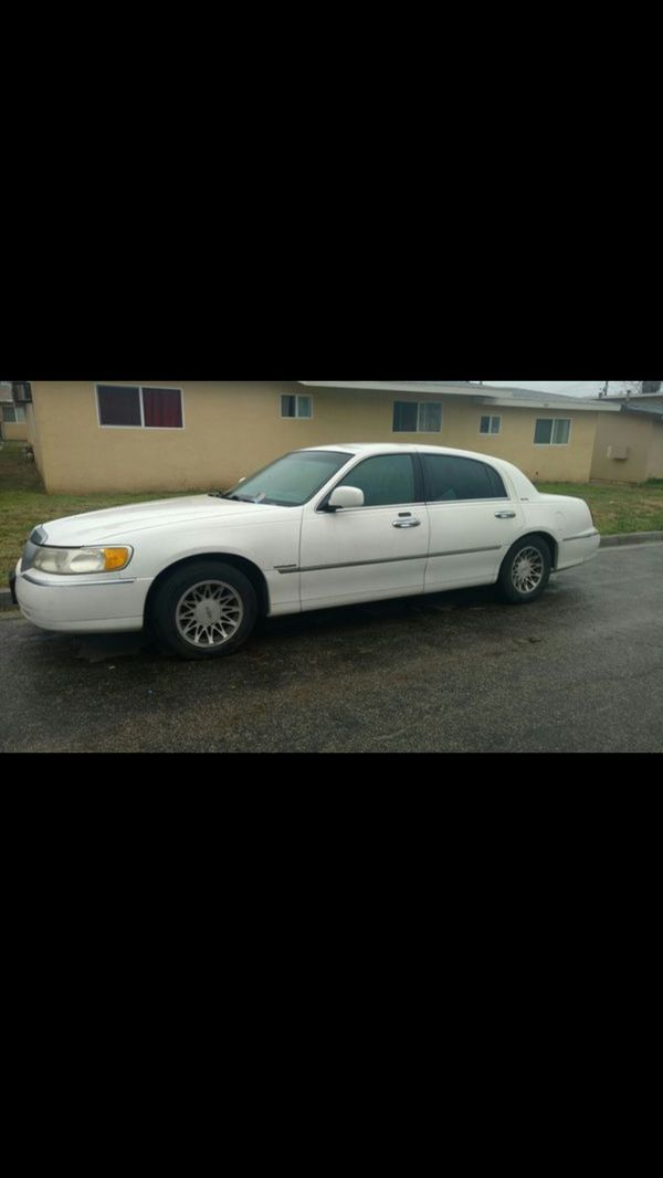 Trades 2000 Lincoln Town Car Signature Series For Sale In