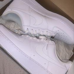 2 Pair Of Nike's Size 9.5 Thumbnail