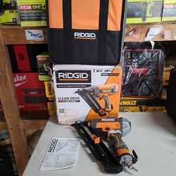 RIDGID 15-Gauge 2-1/2 in. Angled Finish Nailer with CLEAN DRIVE Technology, Tool Bag, and Sample Nails Thumbnail