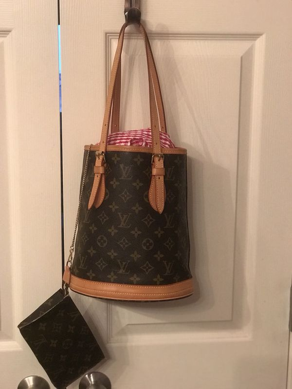 0aa62552d75 LOUIS VUITTON Monogram Canvas Petit Bucket Bag with Accessory Pouch for  Sale in Round Rock, TX - OfferUp