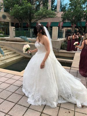 Ivory Vera Wang Wedding Dress Sz. 12 for Sale in Silver Spring, MD