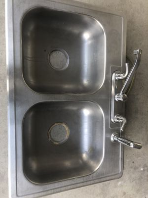Double sink w/faucet for Sale in Austin, TX