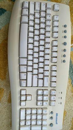 Microsoft keyboard. Very nice and comfortable Thumbnail