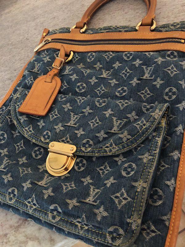 d1af92fe653d Rare Limited Edition Authentic Louis Vuitton Monogram Denim Sac Plat ...