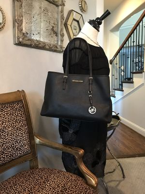 Authentic Michael Kors Purse 30T3G TVT7L Jet Set Travel Large Saffiano Leather for Sale in Mansfield, TX