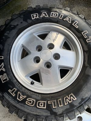 Photo 5 lug Chevy wheels