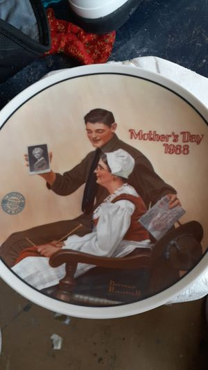 Photo The Edwin Knowles Plate Company plate number 4228 B of the only a limited edition of My Mother by Norman Rockwell the 13th and the annual series