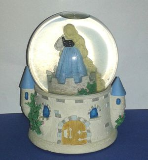 Ashton Drake RAPUNZEL Musical Snowglobe for Sale in Silver Spring, MD