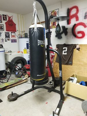Punching bag with stand. for Sale in Kissimmee, FL