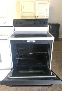 Black and White Kenmore Stove! Excellent conditions! 4 months of warranty and fast delivery Thumbnail
