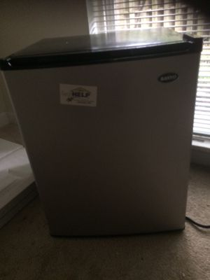 Refrigerador pequeño for Sale in Alexandria, VA