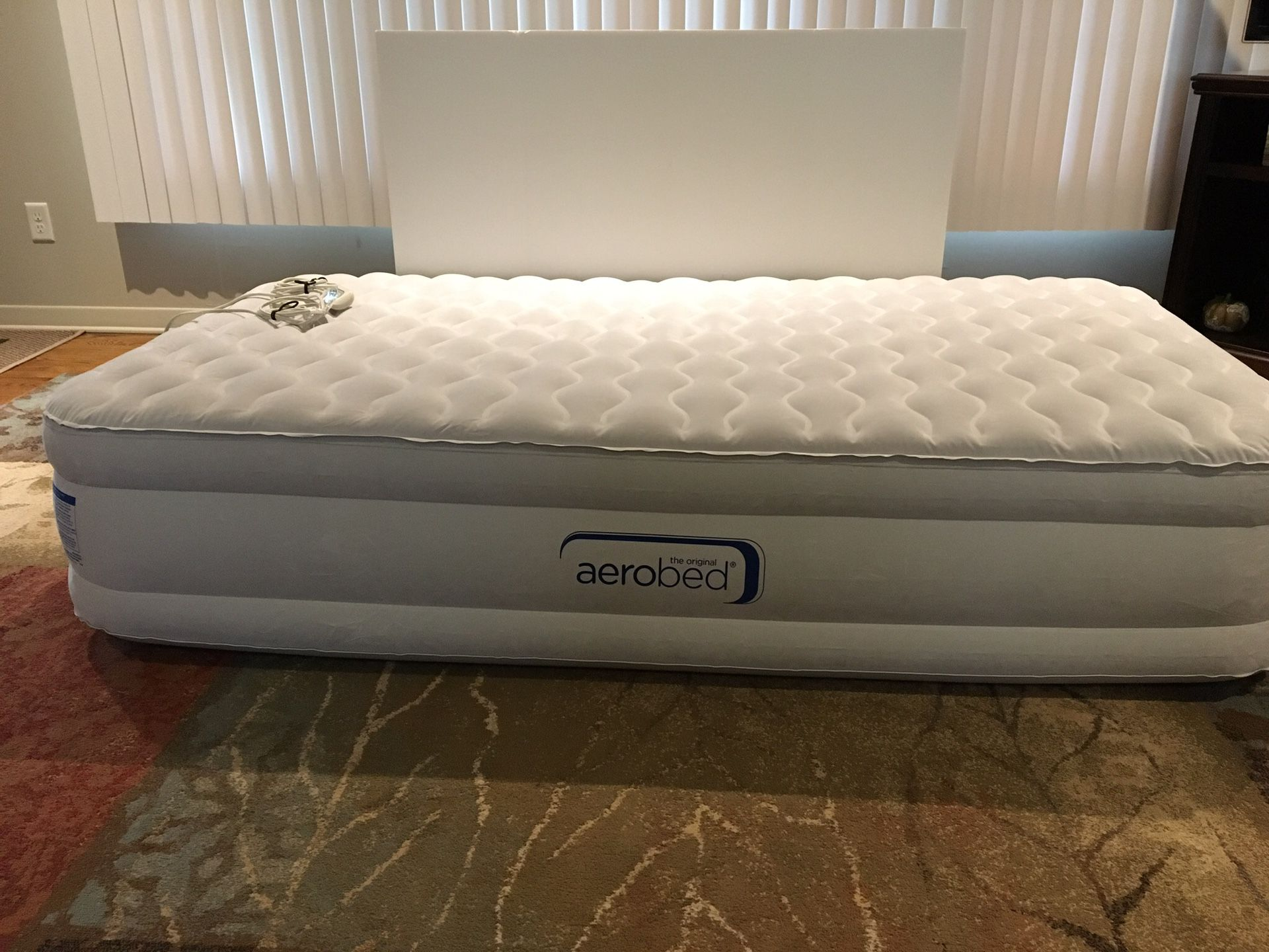 Photo Aero bed air mattress twin with inflatable pump