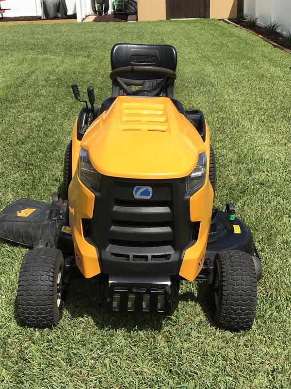 Like New Cub Cadet Xt1 Hydrostatic Tractor 46 Inch Riding