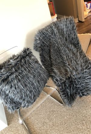 Throw pillow and throw blanket set faux fur for Sale in Baltimore, MD