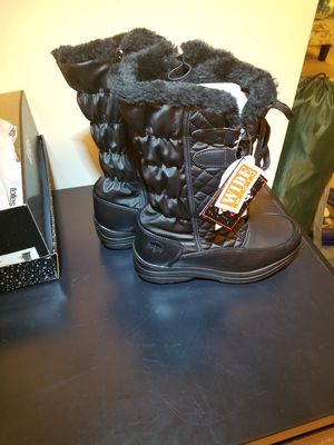 Totes Women Snow Boots 7 wide for Sale in Silver Spring, MD