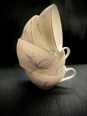 Photo Five tea cups. Kaysons fine China