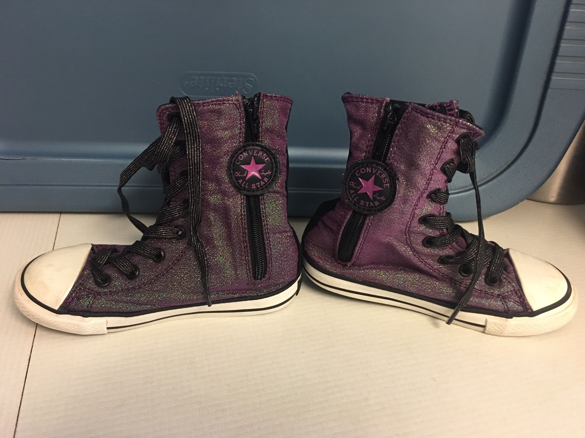 Girls Converse Shoes Sz.10 Great Cond.