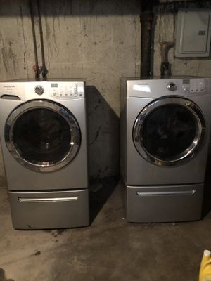 Frigidaire Affinity Front Load Washer/Dryer for Sale in St. Louis, MO