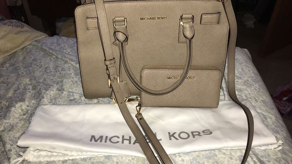 dfc1e7831da2 Michael Kors hand bag with matching wallet for Sale in Lake in the ...