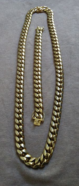 $120...🔥🔥🔥12mm 18 karat gold plated Cuban link chain and bracelet will not fade or tarnish..... I deliver🚨🚗💨💨💨 for Sale in Deerfield Beach, FL